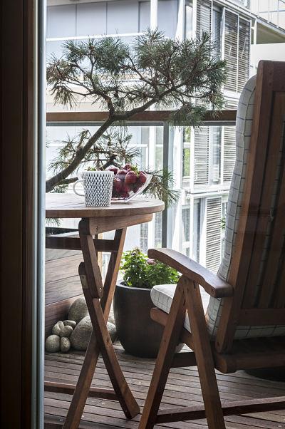 Einen balkon einrichten homebyme for Amenagement balcon en longueur