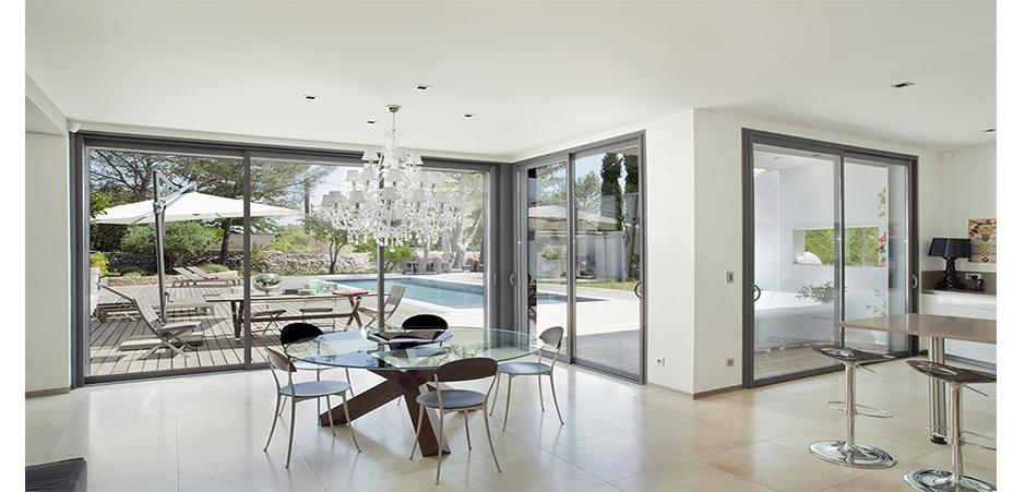 la menuiserie alu pour une d co contemporaine homebyme. Black Bedroom Furniture Sets. Home Design Ideas
